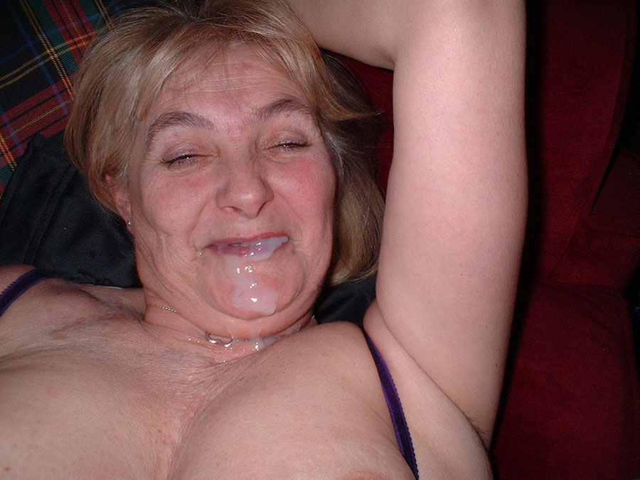 Gillar du äldre kvinnor? Mogen dam söker höstknull
